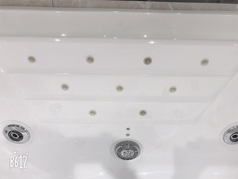 Xavier Brand new style acrylic bathtub jetted bathtub whirlpool